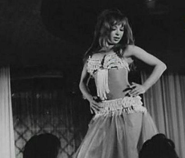 مشاهدة فيلم امراة حائرة 1974 DVD يوتيوب اون لاين