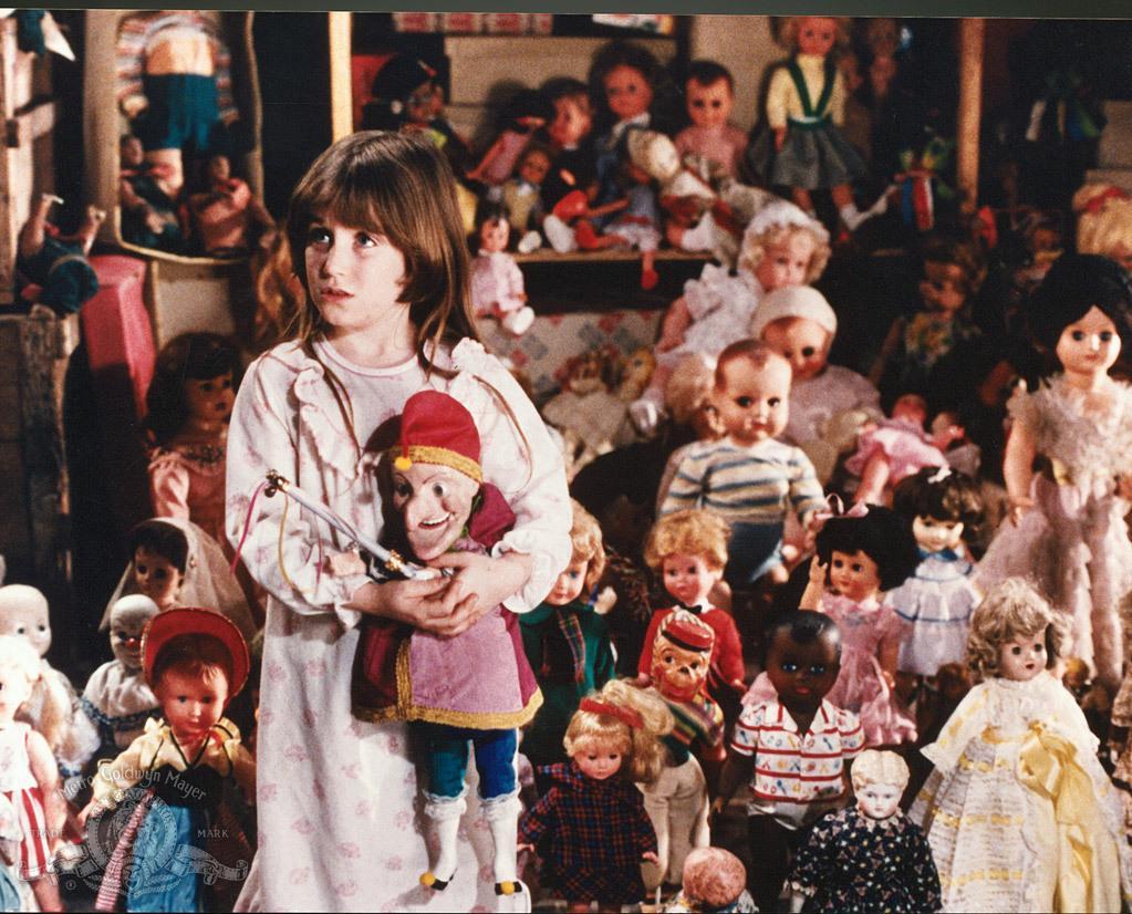 مشاهدة فيلم Dolls 1987 HD مترجم كامل اون لاين